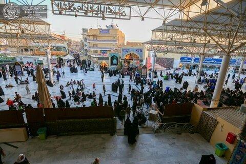 بالصور/ العتبة العلوية ترفع راية (يا سيد الأنبياء والمرسلين) مع استمرار توافد الزائرين لإحياء زيارة وفاة النبي الأكرم(ص)
