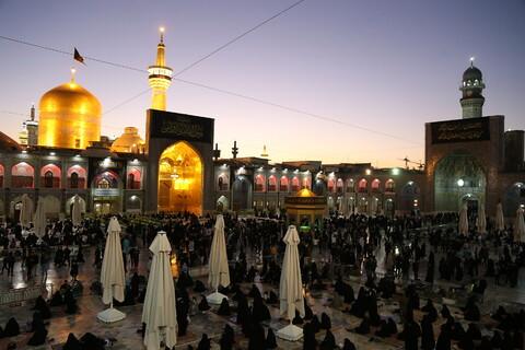 تصاویر/ حال و هوای حرم رضوی در شب رحلت پیامبر(ص)