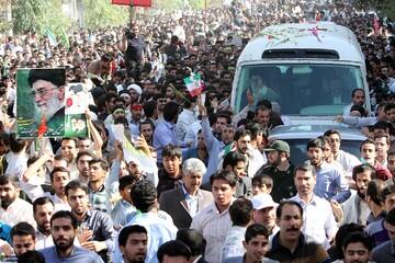 بازنشر | کلیپی از  استقبال مردم قم از رهبر معظم انقلاب 27 مهر 89
