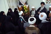 بازنشر/ فیلم حضور رهبر معظم انقلاب در منزل شهید حقانی در ۲۹ مهر ۸۹