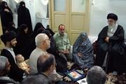بازنشر/ فیلم حضور رهبر معظم انقلاب در منزل شهیدان یزدی ۲۹ مهر ۸۹