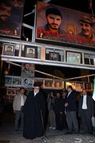 بازنشر/ تصاویر حضور رهبر معظم انقلاب در مسجد جمکران، گلزار شهدا و آرامگاه شیخان قم در ۱ آبان ۸۹