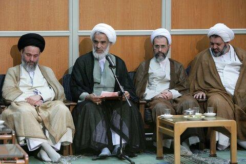 بازنشر/ تصاویر دیدار اعضای جامعه مدرسین حوزه علمیه قم با رهبر معظم انقلاب در ۱ آبان ۸۹