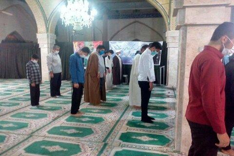 تصاویر/ اقامه نماز جماعت و سخنرانی با رعایت دستورالعمل های بهداشتی در مسجد امام خمینی(ره) صحنه