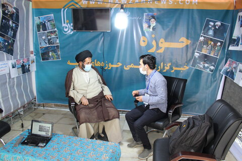 تصاویر  بازدید مسئولان از غرفه خبرگزاری حوزه در حرم مطهر شاهچراغ(ع)