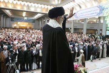 بازنشر/ صوت بیانات رهبر معظم انقلاب در دیدار هزاران نفر از بسیجیان استان قم ۲ آبان ۸۹