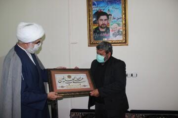 تصاویر/ حضور مدیر حوزه علمیه قزوین در منزل شهید مدافع حرم زکریا شیری