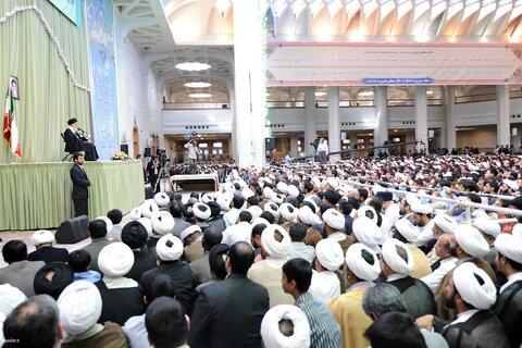 بازنشر/ تصاویر دیدار هزاران نفر از طلاب غیر ایرانی با رهبر معظم انقلاب ۳ آبان ۸۹