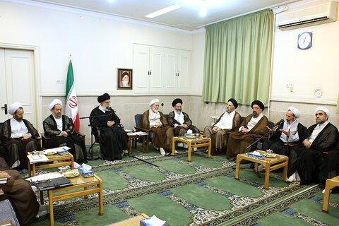 بازنشر/ تصاویر دیدار اعضای شورای عالی حوزه با رهبر معظم انقلاب ۴ آبان ۸۹