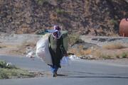 فیلم | توزیع غذای گرم توسط گروه جهادی لبخند مهدوی بین نیازمندان بیرجندی
