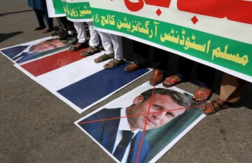 Thousands of Muslims protest against French president's vow to protect cartoons of Prophet Muhammad (PBUH)