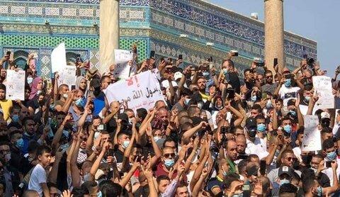 مسيرات نصرة للرسول بالأقصى وخطيب المسجد يعلن البراءة من المطبعين