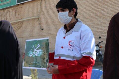 تصاویر| حضور طلاب و روحانیون در ایستگاه تذکر لسانی و توزیع ماسک سطح شهر شیراز