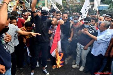 تصاویر/ تظاهرات مردم لبنان مقابل محل اقامت سفیر فرانسه در محکومیت اظهارات مکرون