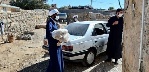 """بالصور/ توزيع مساعدات غذائية وتعليمية من قبل طلاب مقر """"عمار المنصورية"""" في شيراز"""