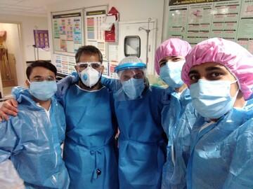 تصاویر شما/ خدمترسانی طلاب جهادی به بیماران کرونایی بیمارستان طبس