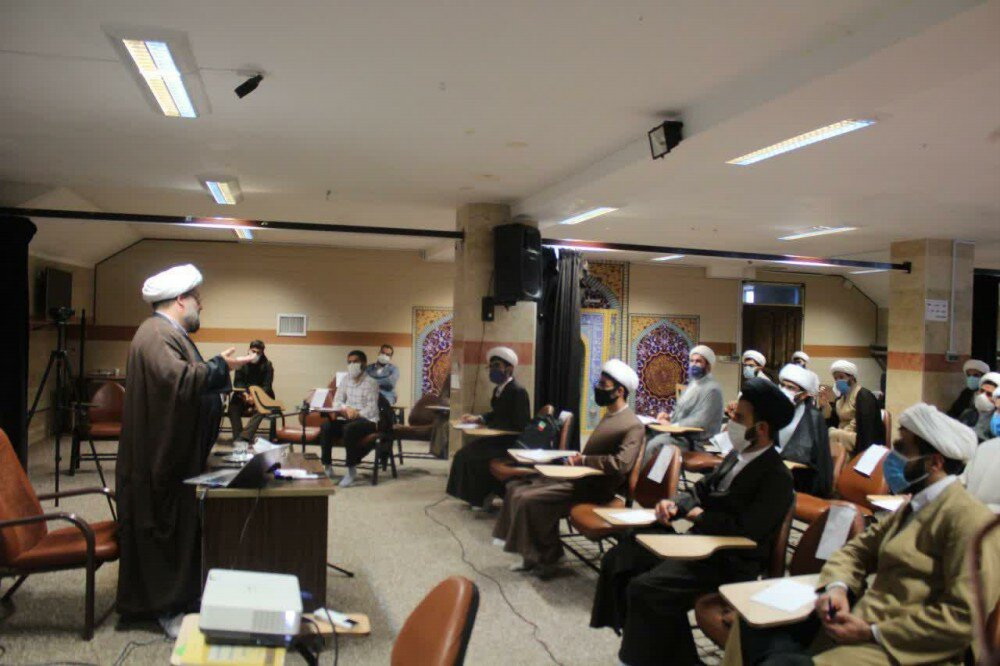 تصاویر/برگزاری دوره مشاوره بالینی با حضور اساتید و طلاب کردستانی در مدرسه علمیه قروه