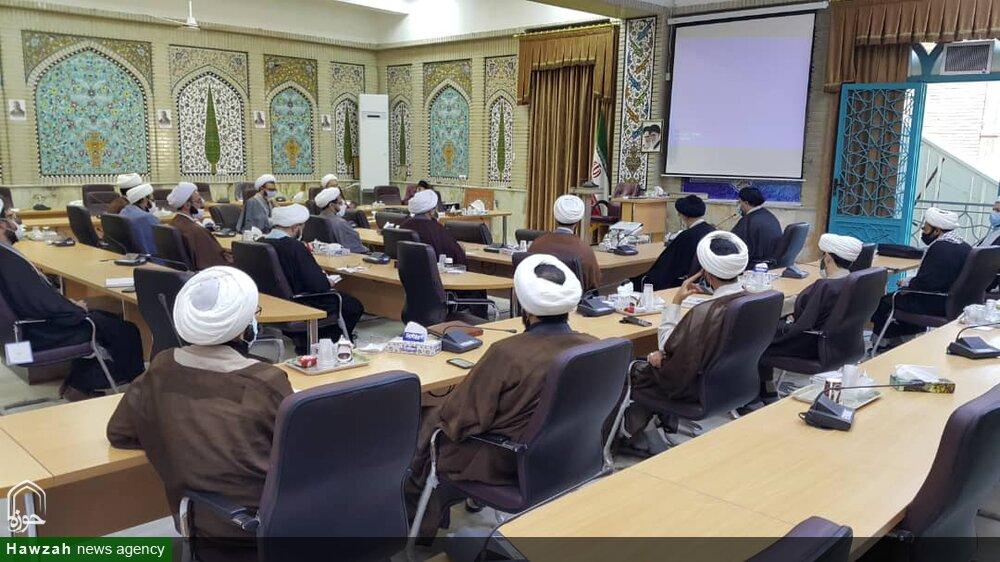 تصاویر/ نشست هم اندیشی معاونین تهذیب مدارس علمیه چهارمحال و بختیاری