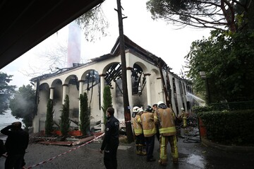 Short circuit behind fire at historic Istanbul mosque