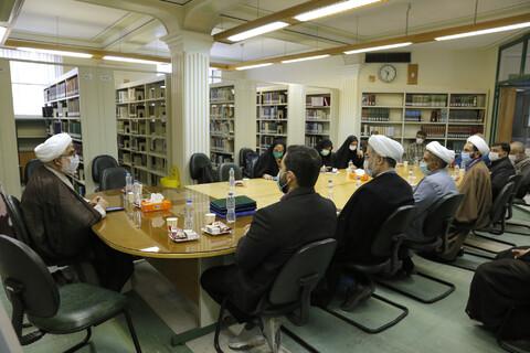 تصاویر/ نشست خبری مدیر کتابخانه امام صادق(ع) قزوین با اصحاب رسانه
