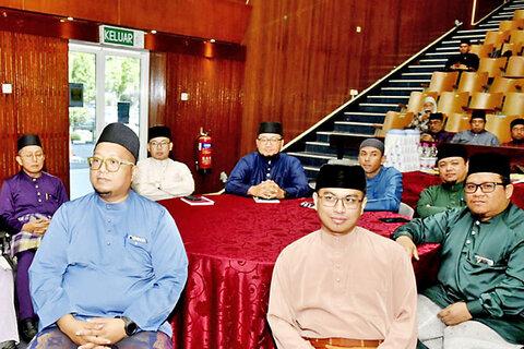 100 mosque affairs officers complete Tadabbur Al-Quran workshop