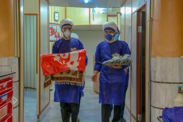 تصاویر/ حضور مبلغان جهادی با پرچم حرم حضرت عباس(ع) در بیمارستانهای یزد
