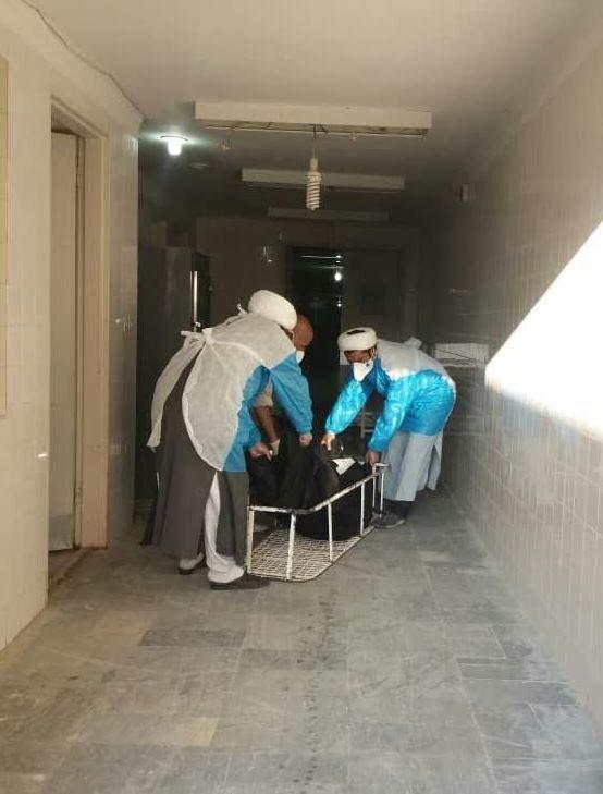 تصاویر/ تغسیل و تدفین اموات کرونایی توسط طلاب جهادی مدرسه امام محمد باقر(ع) دهلران
