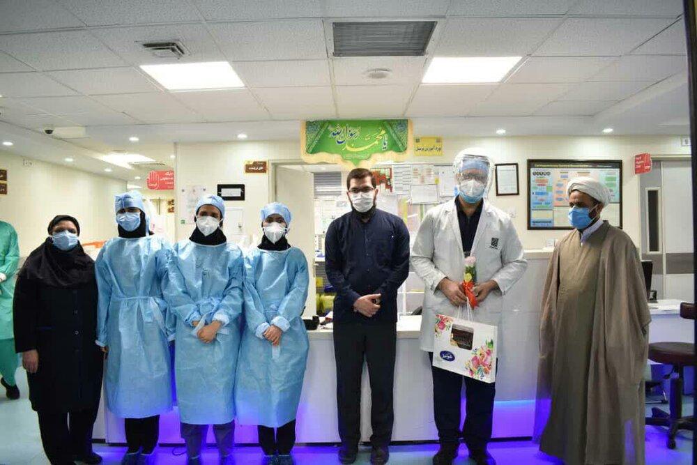 تصاویر/ تقدیر از کادر درمان بیمارستان امیراعلم تهران توسط جهادگران سلامت قرارگاه نرجس خاتون(س)