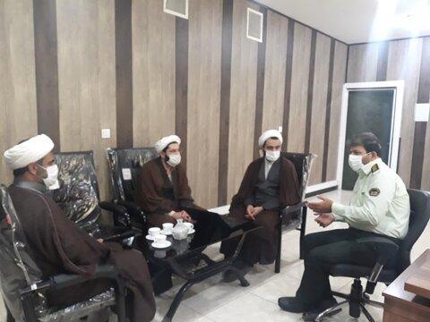 حجت الاسلام حیدری مدیر موسسه آوای توحید در نشستی باسرهنگ موالی رئیس پلیس فتای استان قم