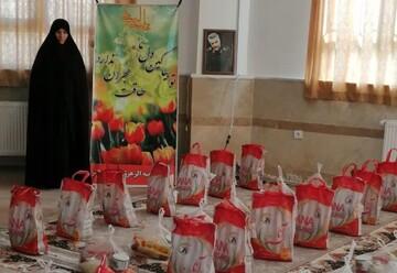 جهاد بانوان طلبه شبستر ادامه دارد/ توزیع بستههای معیشتی بین نیازمندان