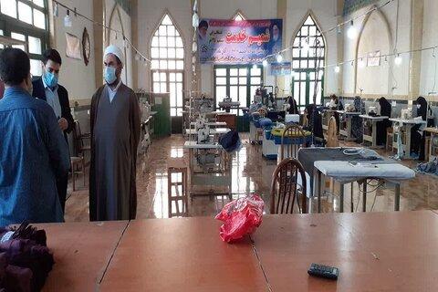 تصاویر/ بازید امام جمعه سنقر از کارگاه خیاطی شمیم خدمت در شبستان امامزاده احمد(ع)