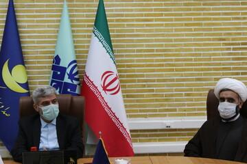 لوح تقدیر مدیر حوزه های خواهران کشور به مدیرکل صداوسیمای بوشهر اعطا شد