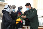 بالصور/ تكريم الطلاب المتطوعين في غسل موتى الكورونا من قبل نائب منظمة التعئبة في محافظة فارس جنوبي إيران