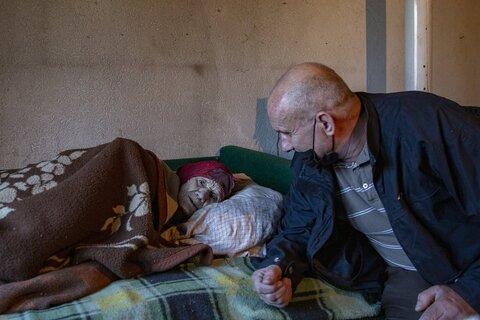 داستان مراقبت مرد مسلمان از پیرزن صرب در کوزوو + تصاویر