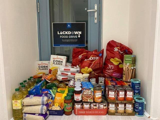 حمایت از گرسنگان جامعه توسط داوطلبان مسجد روچدیل