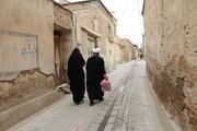 تصاویر/ کمکهای مومنانه و تهیه جهیزیه برای نوعروسان توسط زوج طلبه شیرازی