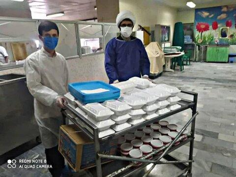 بالصور/ خدمات طلاب الحوزة العلمية في مدينة بناب إلى مرضى الكورونا