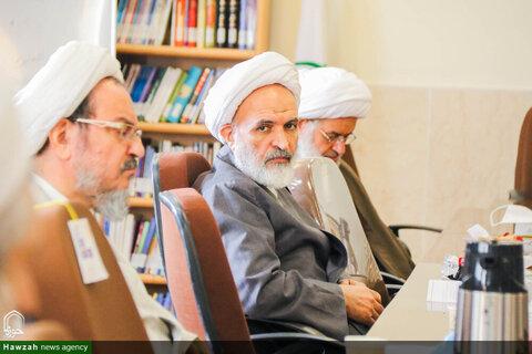بالصور/ اجتماع أعضاء المجلس التعليمي لحوزة أصفهان العلمية