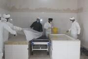 تصاویر/ تغسیل و تدفین اموات کرونایی میاندوآب توسط طلاب و روحانیون جهادی