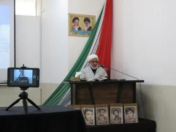 طلاب مدرسه علمیه زهرائیه نجفآباد پای درس اخلاق مجازی