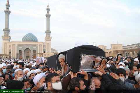 بالصور/ تشييع جثمان الفقيد آية الله محمد اليزدي بقم المقدسة