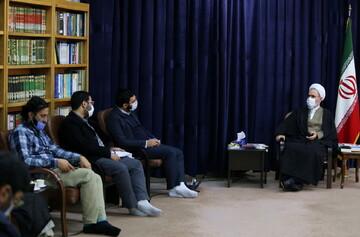 تصاویر/ دیدار جوانان فعال در تبیین بیانیه گام دوم انقلاب با آیت الله اعرافی