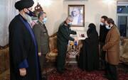 الإمام الخامنئي يمنح العالم الشهيد محسن فخري زاده وسام النصر من الدرجة الأولى