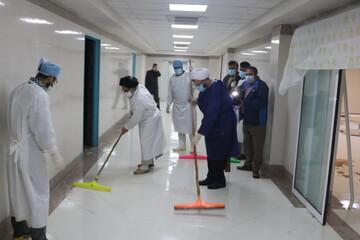 تصاویر/ دلجویی امام جمعه ابرکوه از بیماران کرونایی
