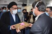 نماینده حضرت آقا بستههای متبرک رضوی را به پرستاران یاسوج اهدا کرد + عکس