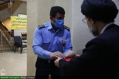 بالصور/ تكريم الممرضين والممرضات من قبل طلاب العلوم الدينية في مختلف أرجاء إيران