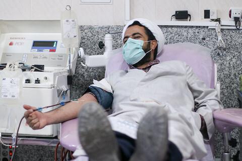 اهدای خون توسط اساتید شیعه و اهل سنت حوزه علمیه بیرجند