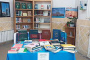 ۶۰ نسخه از کتابهای شهید مدافع سلامت یزدی به کتابخانه عمومی اهدا شد