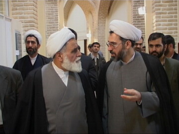 تصاویر آرشیوی از بازدید حجت الاسلام والمسلمین ناطق نوری از رادیو معارف در دی ماه ۱۳۸۳