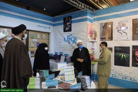 بالصور/ مدير الحوزات العلمية النسوية في إيران يتفقد معرض الكتاب وإنجازات السنوات العشر لمكتب التبليغ الإسلامي بقم المقدسة